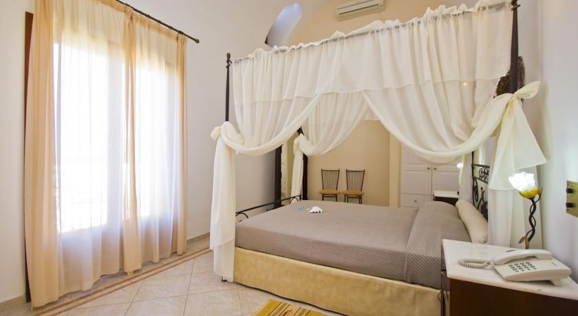 Hotel Epavlis 4*