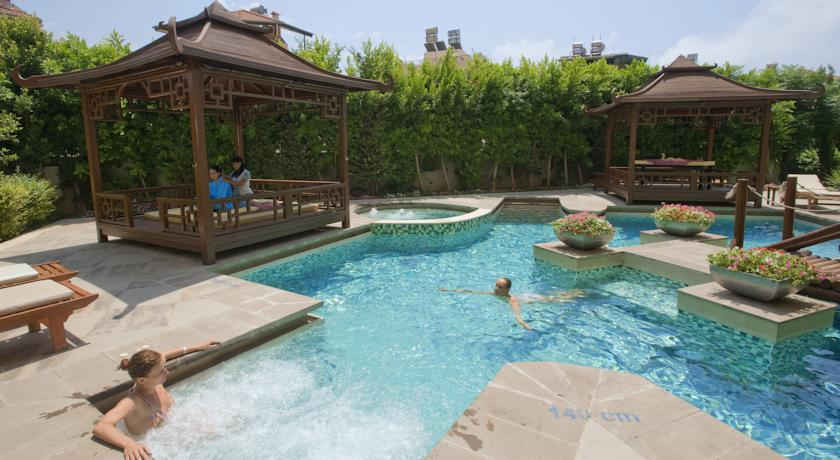 Charter Antalya - Crystal Admiral Resort