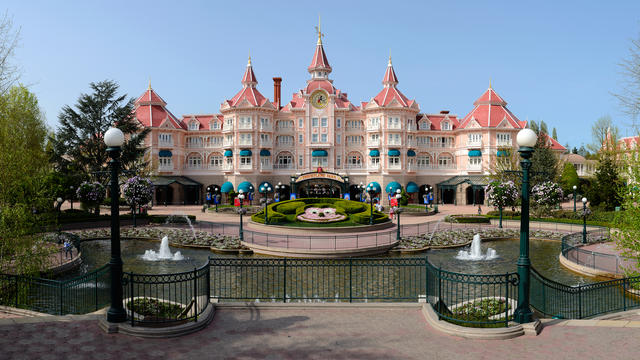 Reducere 50% - Disneyland Paris - Hotel Disneyland 5*